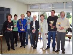 2008.04.20-003 vainqueurs par poule autour de la présidente Annick Lerebours