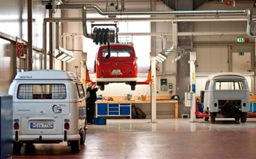 Volkswagen-Microbus-Restoration-Center-623x389