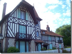 2012.07.20-016 maisons à pans de bois à Beuvron-en-Auge