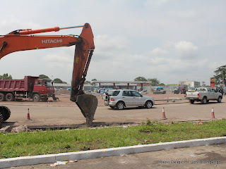 Une vue de rond point Molard ce 10/05/2011  Kinshasa, lors des travaux d&#039;largissement des routes. Radio Okapi/ Ph. John Bompengo