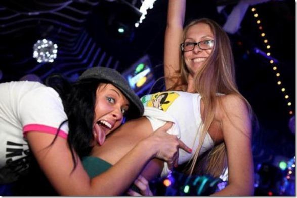 drunk-women-party-30