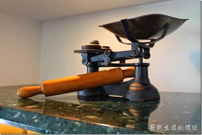 日本-由布院B-SPEAK瑞士捲。這是製作瑞士捲的工具,磅秤以及桿麵棍。