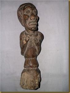 Patung pria primitif
