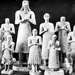 12 - Grupo figuras de Tell Asmar.