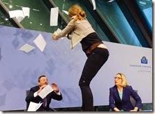 Donna contesta Draghi