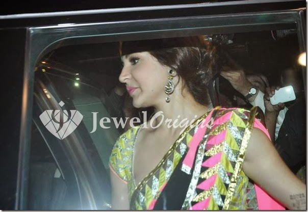 Anushka_Sharma_Gold_Earrings