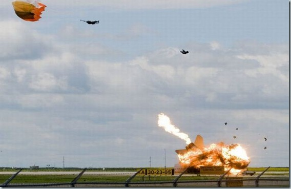 Pilot ejects from fighter plane moments before crash (6)