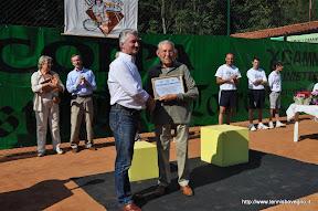 Riconoscimento al 2° presidente: Pietro Della Torre. Ritira il figlio dottor Carlo. Consegna il vice sindaco Giuseppe Gatta.