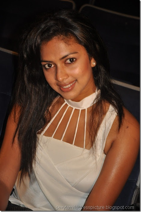 Vettai_amala_Paul_close_up_Hot_images