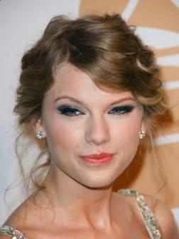 Taylor Swift Elegant Short Hairstyle