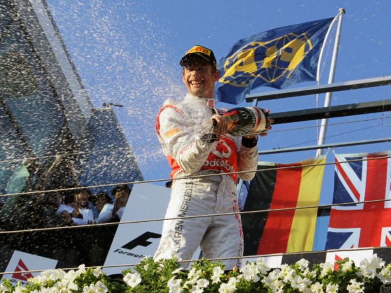 Jenson-Button-champagne-Australian-GP_2735640.jpg