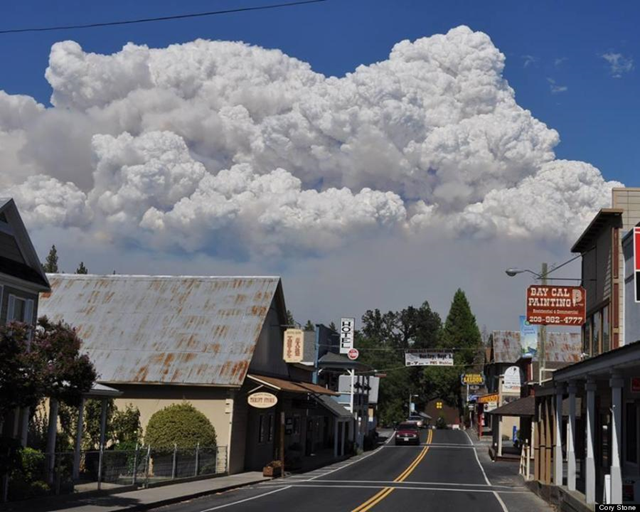 Smoke from the Yosemite Rim Fire rises over downtown Groveland, California, 28 August 2013. Photo: Cory Stone