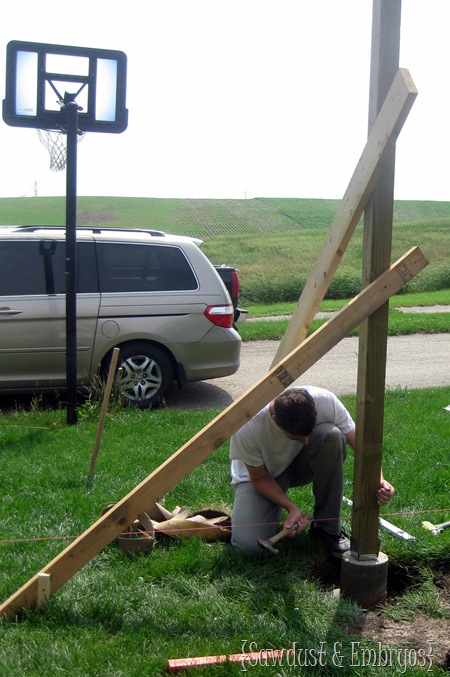 Installing 4x4 Posts {Sawdust and Embryos}