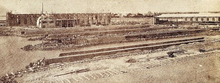 Vista correspondiente al estado de construcción de las Gradas y Talleres de los Astilleros de Valencia, en el año 1.919, cuando pertenecían a la Compañía Trasmediterranea.JPG