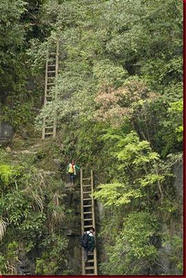 Murid Sangzhi Harus Panjat Tebing Untuk Sekolah9'