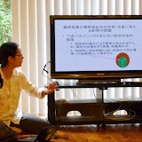 徳地氏より研究林での調査についてのレクチャーを受ける / Got lectured from Ms. Tokuchi on the work in a forest research station.