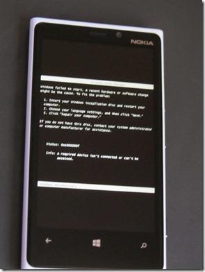 Windows Phone pede ao usuário CD de instalação para corrigir erro do sistema