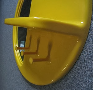 yellow Syroco mirror from side