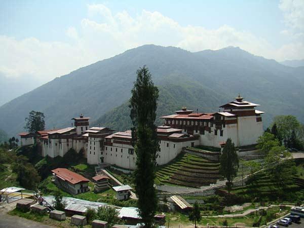 ghe-bhutan-tham-tu-vien-co-xua-huyen-bi (5)