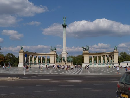 Obiective turistice Budapesta: Piata Eroilor