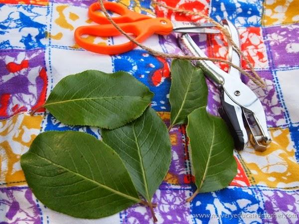 #campcraft Leaf Jewelry #naturecraft  #kidsactivity #kidscraft
