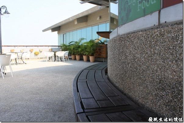 東港青洲濱海遊憩區。遊客中心三樓的露天觀景咖啡座