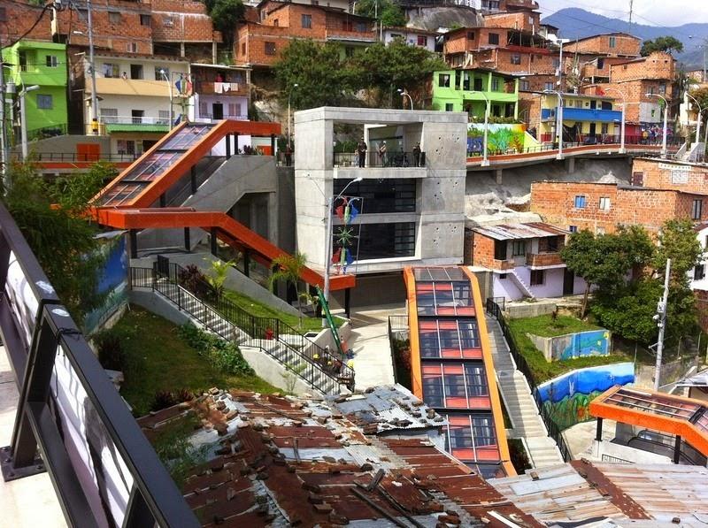 medellin-comuna-13-escalator-13