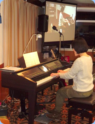 Kuniko Nakatani playing the Yamaha Clavinova CVP-509