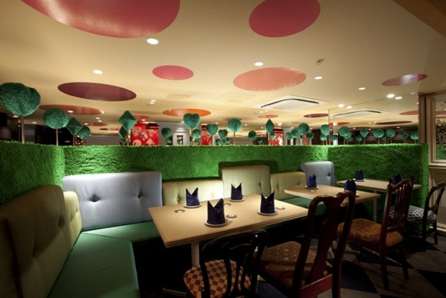 Alice-in-Wonderland-Restaurant-05-750x500