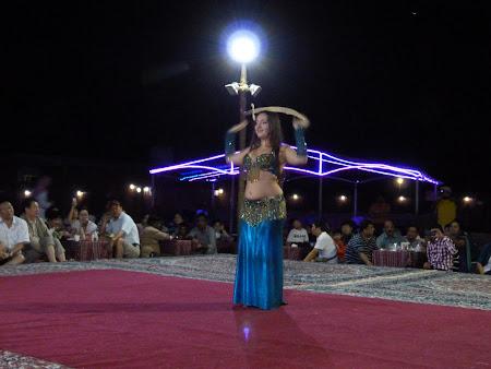 Dubai Desert Safari: dansatoare din buric