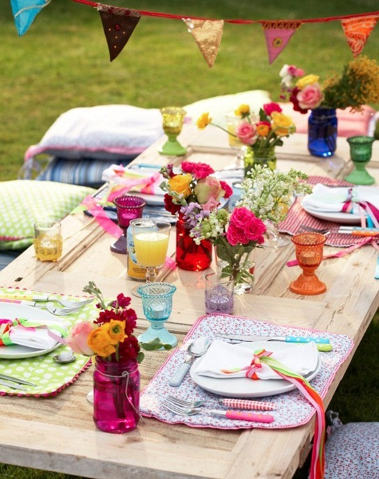 easter-table-setting-idea-layout-lunch-outdoor-party-picnic-decoration-decor-spring-colorful-fun-romantic-tulip-centerpiece-flower-orange-pink-blu