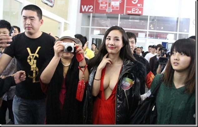 Gan-Lulu-large-scale-bare-at-2012-Beijing-Auto-Show-04_thumb