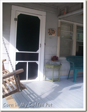 screen door porch- fall decor 004
