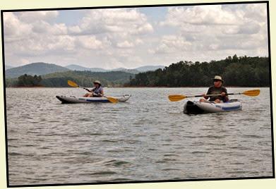 19h - Tuesday - Nottely Lake Kayak - Al & Karen enjoying the views