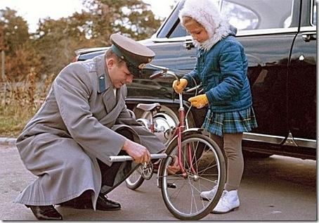 Юрий Гагарин с дочерью