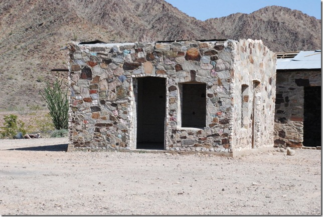 03-07-13 D Joseph Cones Cabins Quartzsite 006