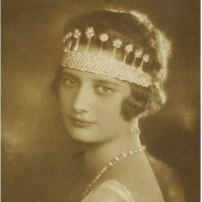 La Reina Astrid de los Belgas con la tiara
