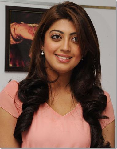 praneetha_latest_cute_stills