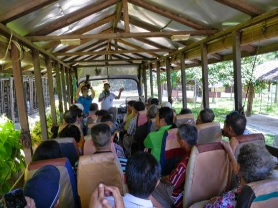 UK Farms - The visitors tour coach