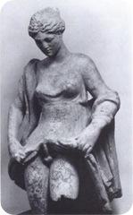 Anasyromenos_statuette,_Rome_art_market