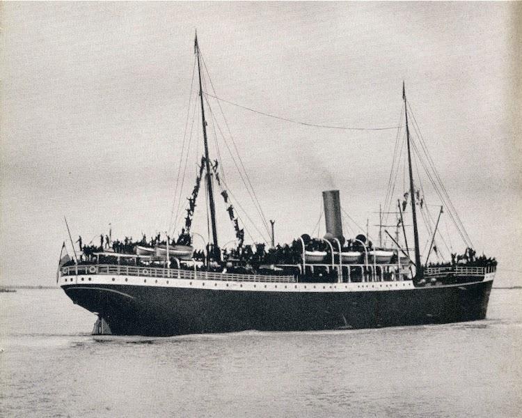 El CREFELD navegando en estado de origen. Del libro Norddeutscher Lloyd. 1.857-1.957.JPG