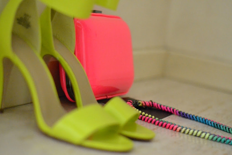 Neon, Neon Necklace, Zara Clutch, H&M sandals, Fashion blogger, Fashion Blog, Fluo, H&M Fluo, Zara Fluo