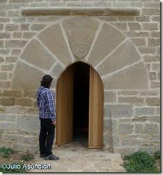 Entrada de la torre de Olcoz