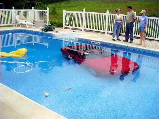 Car_In_Swiming_Pool_01