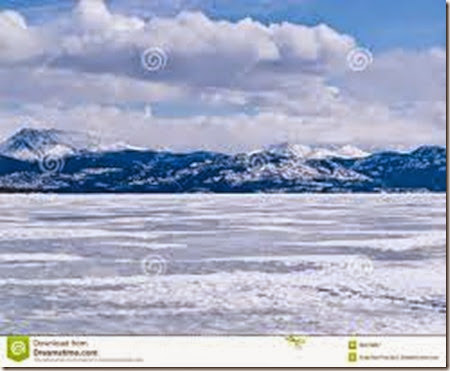 frozen-lake-laberge-winter-landscape-yukon-canada-cold-icy-territory-36076897