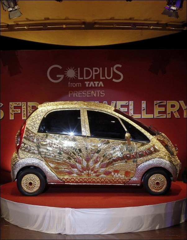 Indian-Car-Maker-Tata-Unveils-Gold-plated-Nano_03