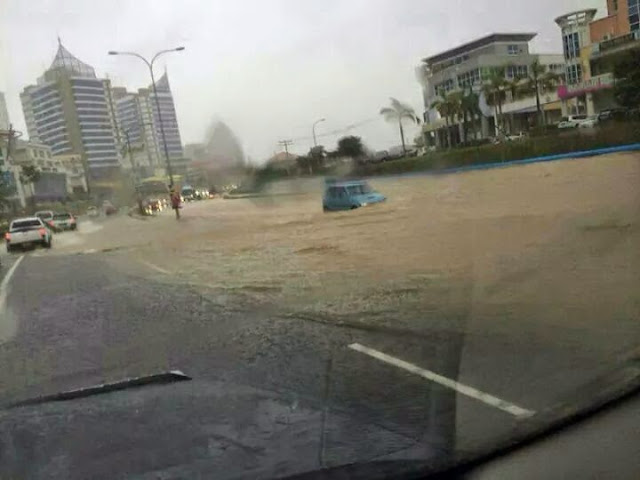 Banjir kilat depan 1B Kota Kinabalu