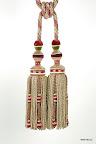 Bogato zdobiony chwost dekoracyjny do zasłon, kurtyn, tkanin i wystroju wnętrz.