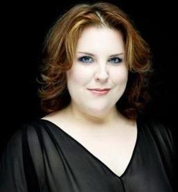 Mezzo-soprano Marie-Nicole Lemieux (Cesare) [Photo by Denis Rouvre]