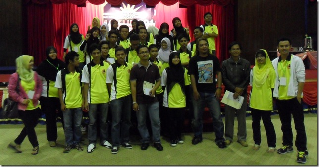 IM Mas Hafizulhelmi with UPSI Chess Club team